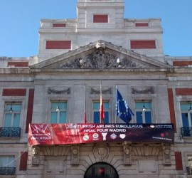 "Puerta del Sol ""dressed"" with the event"