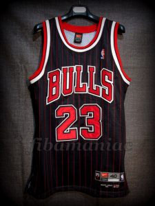 "1995/1996 ""72-10 Season"" Chicago Bulls Michael Jordan Alternative Jersey – Front"