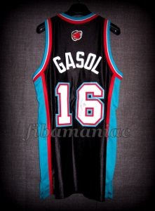 2002 NBA Rookie Of the Year Memphis Grizzlies Pau Gasol Jersey Back - Signed