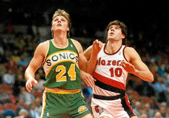 On 1th November 1986 Fernando Martín was the second player to debut in the NBA  from Europe directly. He arrived to another galaxy and he showed the way for the next generations