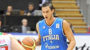 Gallinari in action with the jersey