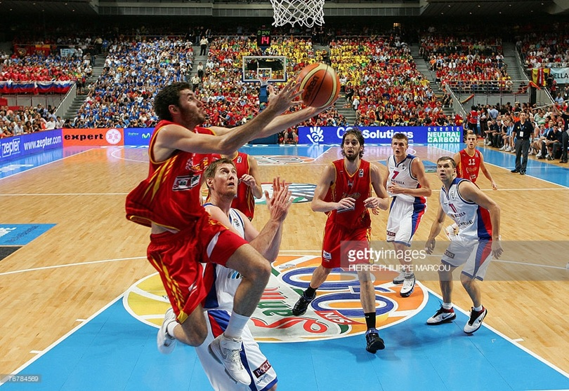 Rudy Fernández wearing the jersey at the gold medal game