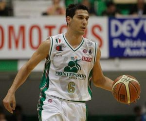 Zisis in action with Montepaschi Siena