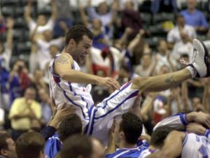 Gurovic acclaimed by his teammates after hitting a decisive 3 point shot in order to defeat USA at his 2002 World Cup