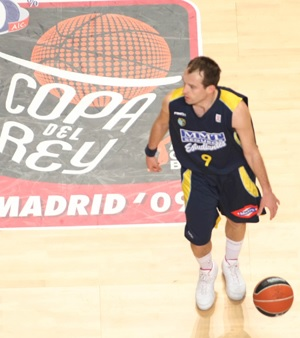 Udrih in action that season. Samo reached his highest level in the Spanish King's Cup leading CB Estudiantes to the Semifinals