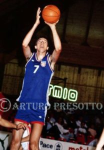 An unknown Kukoc during the 1987 U20 World Championship. He wouldn't be unknown anymore