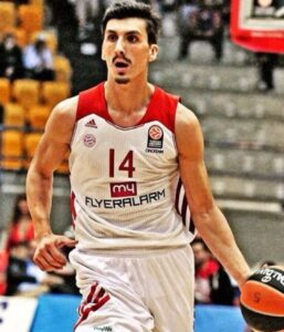 Djedovic with the jersey during an Euroleague game. Nihad was the best scorer of the team in the German League