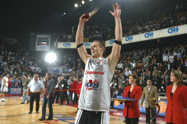 Javtokas would win 3 more medals with his country later. Between other achievements Robertas was selected in the second round of the 2001 NBA draft but he didn't debut in the league. He also was the 2005 Eurocup Finals MVP