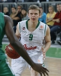Rannikko in action with the jersey. Teemu won the 2013 Slovenian Cup that year and he has many awards in Finland: 5 Finnish Player of the Year and 4 Finnish League MVP